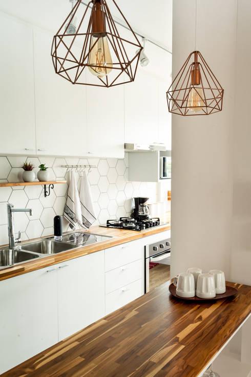Apartamento MG: Cozinhas pequenas  por Luciana Ribeiro Arquitetura