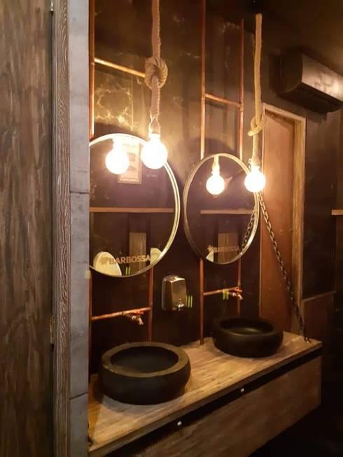 Remodelación de bar : Baños de estilo  por Arqmad