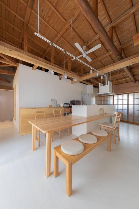 断熱箱の住まい-リノベーション-: インデコード design officeが手掛けたダイニングです。