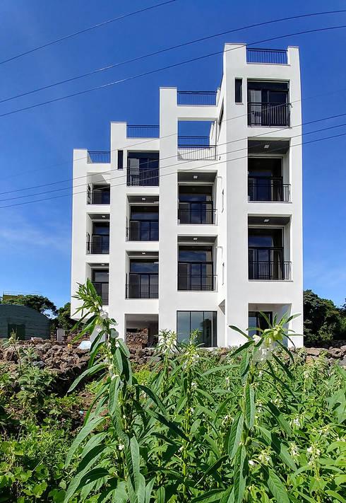 Casas de estilo  por 건축사사무소 지음