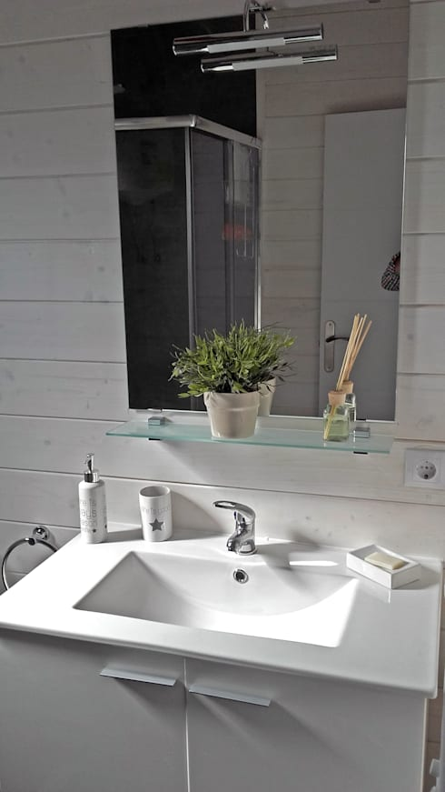 Bathroom by Casetas de Madera