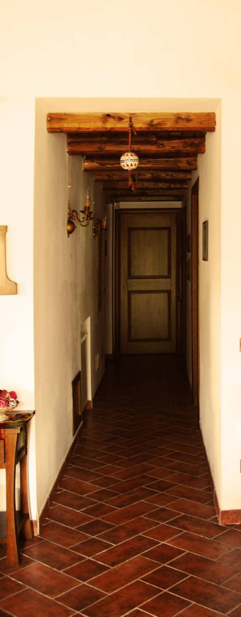 Country house: Ingresso & Corridoio in stile  di VITAE DESIGN STUDIO