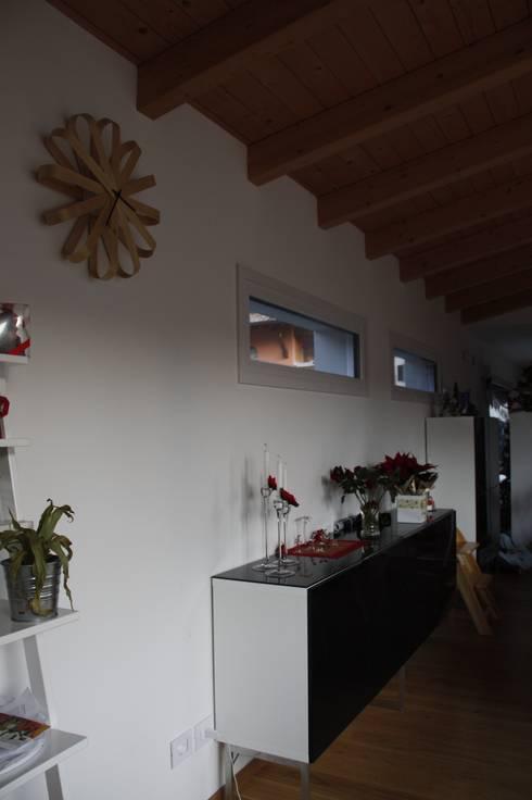 Casa in legno - provincia di Bergamo:  in stile  di BENDOTTI ZAMBONI Tecnici Associati