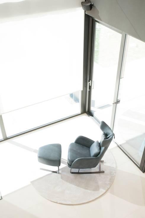 Mecedora Kangou : Salas de estilo  por Distrito 55