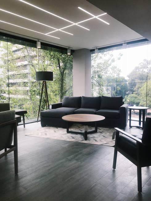 Interior möblum Polanco: Oficinas y tiendas de estilo  por moblum