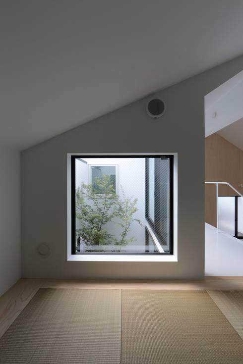 小さな和室: 石川淳建築設計事務所が手掛けた和室です。