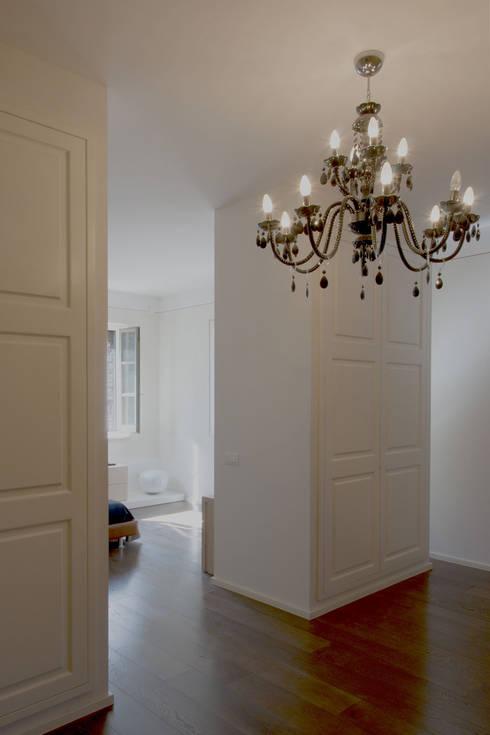 Casale T: Camera da letto in stile  di GIAN MARCO CANNAVICCI ARCHITETTO