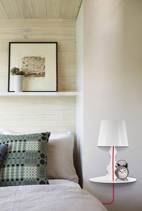 Demi 180 wall: Casa in stile  di Officinanove