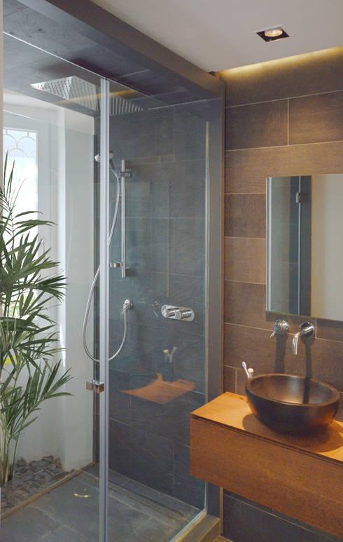 Bagno con doccia e lavabo: Bagno in stile  di odap - arch. matteo pavese