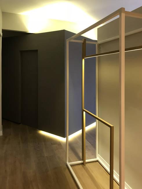 Casa VDN: Ingresso & Corridoio in stile  di odap - arch. matteo pavese