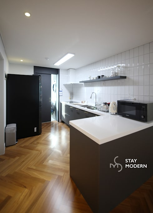 Dining room by 스테이 모던 (Stay Modern)