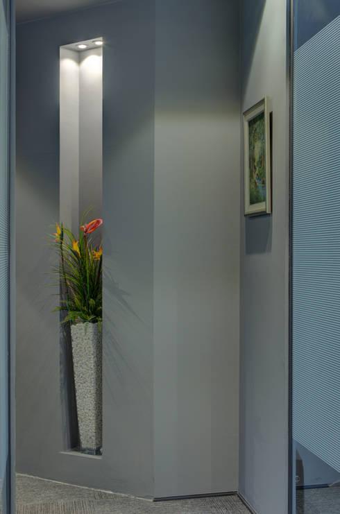 ARTERRA MİMARLIK LTD.ŞTİ. – OFİS KORİDORLARI:  tarz Ofis Alanları