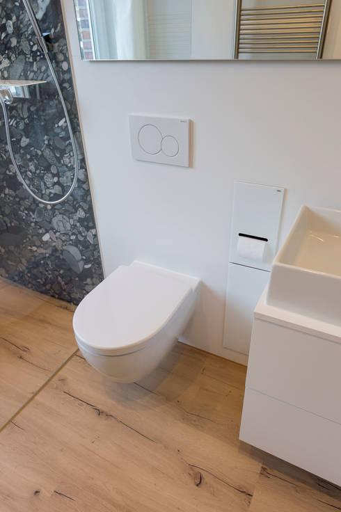 WC mit WC Modul:  Badezimmer von hysenbergh GmbH | Raumkonzepte Duesseldorf