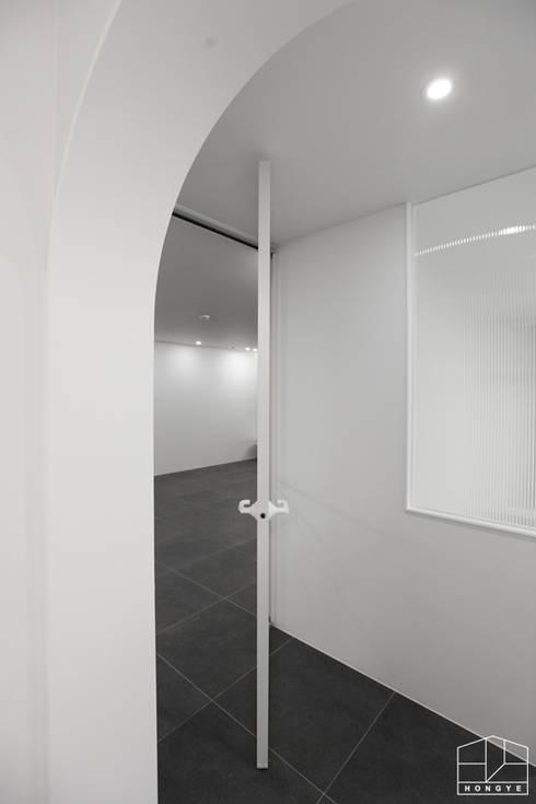 Дверi by 홍예디자인