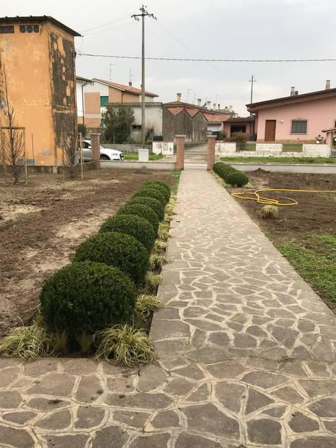 Geometrie in campagna: Giardino in stile  di LUCIA PANZETTA - PAESAGGISTA