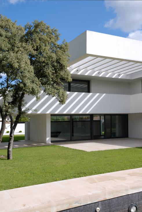 Pérgola: Casas de estilo  de Otto Medem Arquitectura S.L