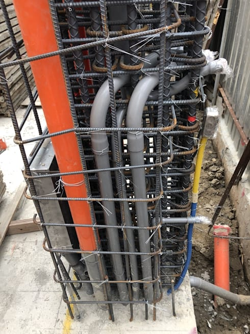 待基礎版上層版筋完成,接著放置化糞池並配排水管接到水溝或是下水道:   by 讚基營造有限公司