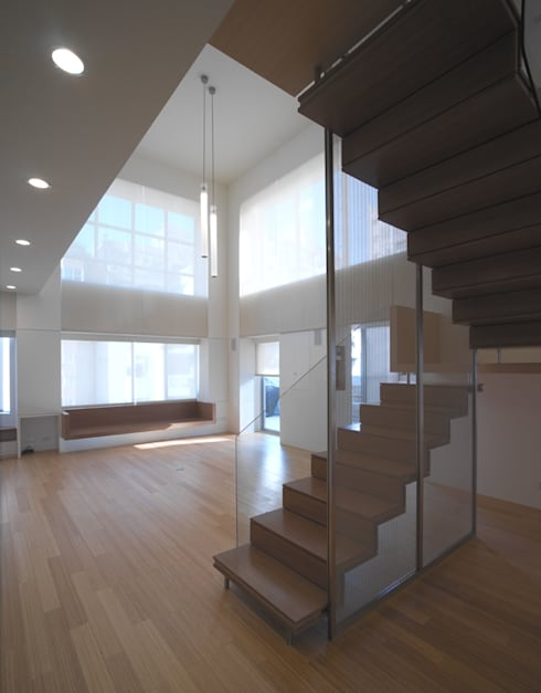 Escaleras de estilo  por  何侯設計   Ho + Hou Studio Architects