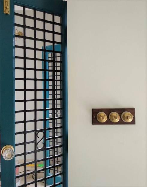 Rima and Devaiah's Residence :  Doors by Sandarbh Design Studio