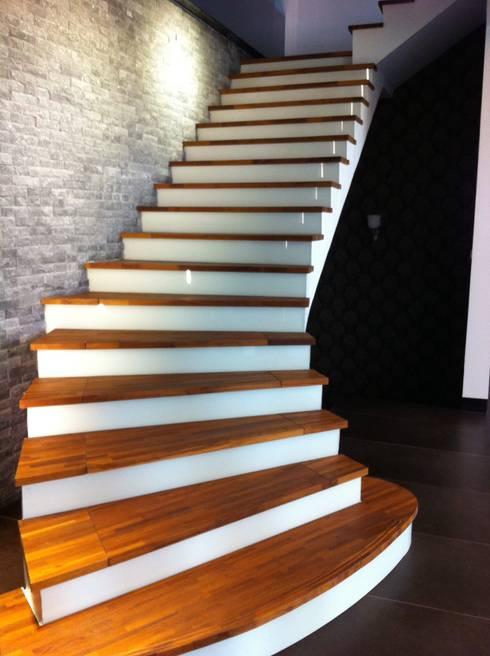 Escaleras de estilo  por 茂林樓梯扶手地板工程團隊