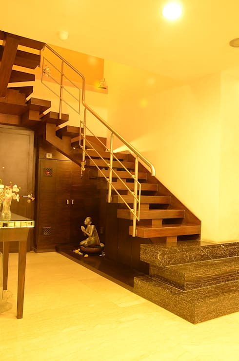 IMPERIAL TOWER, TARDEO, MUMBAI:  Stairs by Aesthos Interior Design and Consultancy