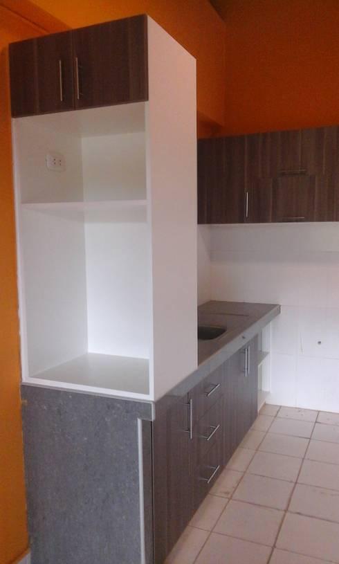 estante para microondas y dispensador de agua : Muebles de cocinas de estilo  por ARDI Arquitectura y servicios