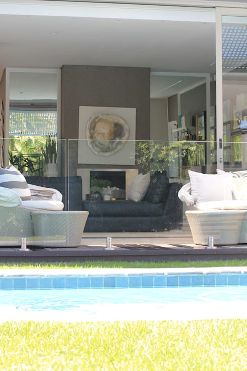 Sandton Home, JHB:  Living room by Metaphor Design