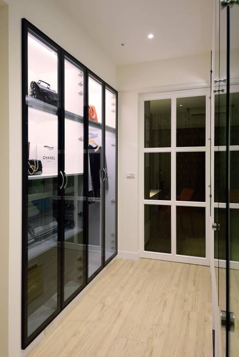 美式風格居家空間:  更衣室 by 大觀創境空間設計事務所