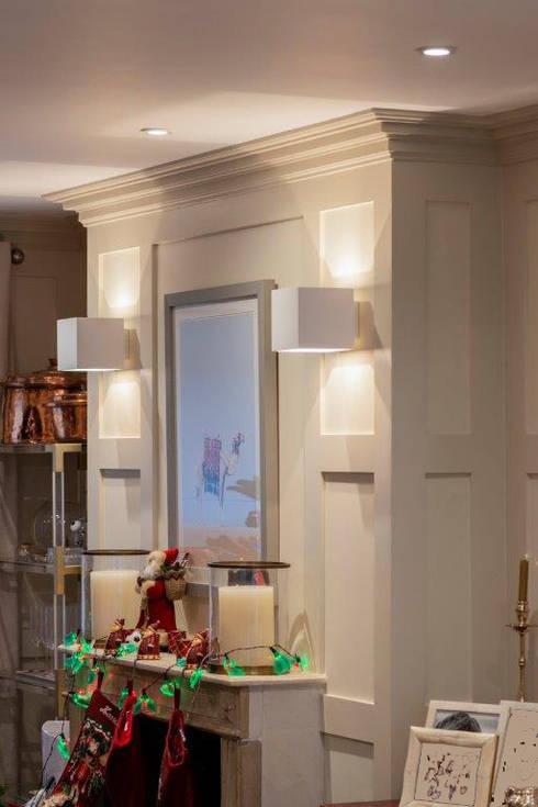 Knightbridge renovation:  Living room by Prestige Architects By Marco Braghiroli