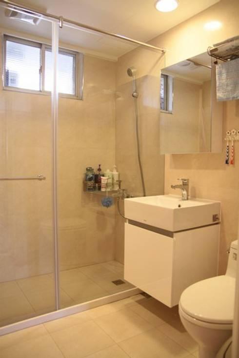 乾溼分離的浴室:  浴室 by 勻境設計 Unispace Designs