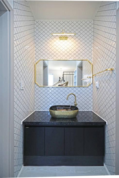 2층 공용욕실 - 세면대: 하우스톡의  욕실