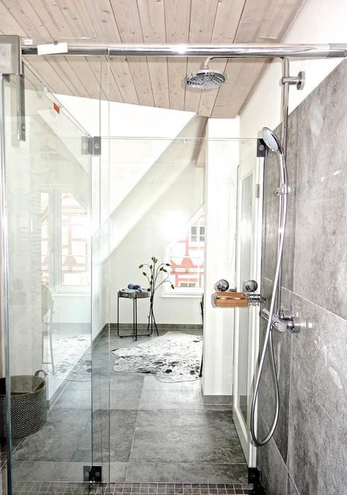 Badezimmer im neuen Glanz - Konzepte einer Berliner Innenausstatterin:  Badezimmer von Stilschmiede - Berlin - Interior Design