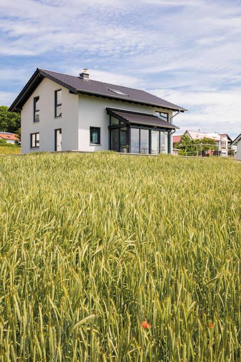 Ländliche Umgebung:  Garten von FingerHaus GmbH - Bauunternehmen in Frankenberg (Eder)