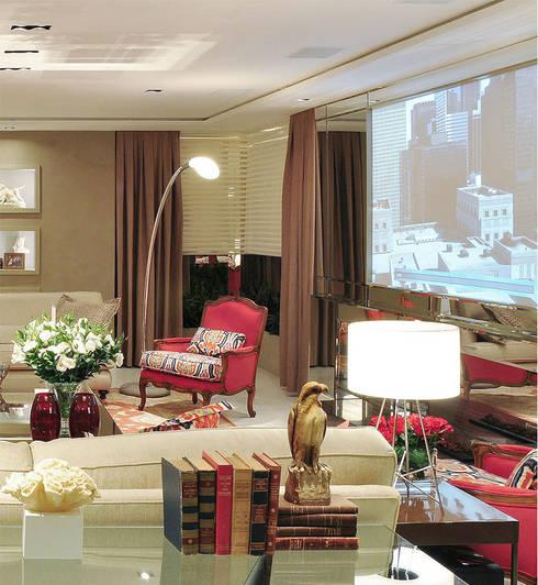 Home Theater: Salas de estar  por Anne Báril Arquitetura