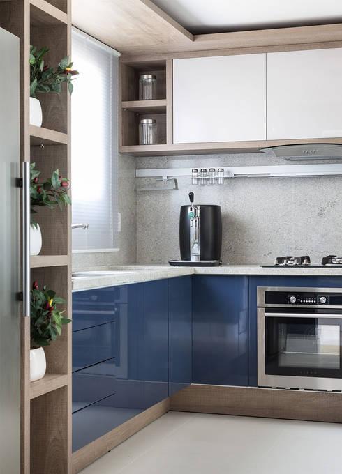 مطبخ ذو قطع مدمجة تنفيذ Anne Báril Arquitetura