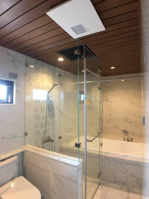 3F主臥浴室-蒸氣室-浴缸:  浴室 by houseda