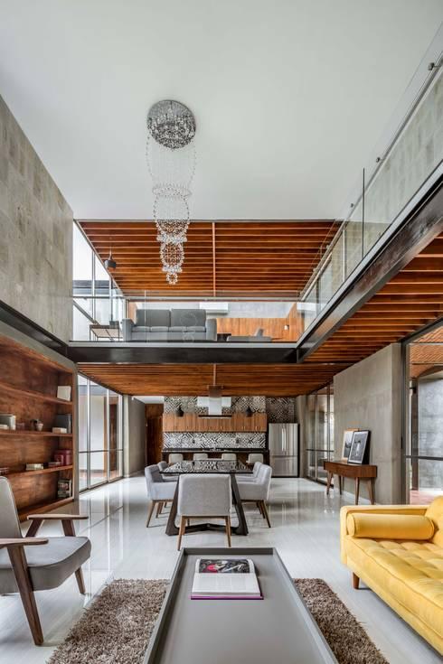 Casa Ataúlfo: Cocinas equipadas de estilo  por Apaloosa Estudio de Arquitectura y Diseño