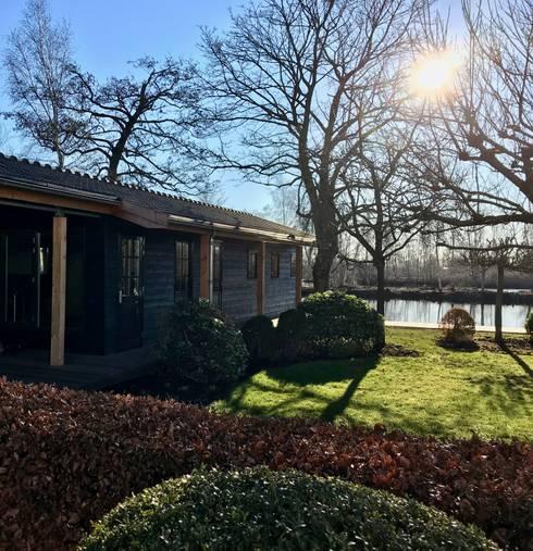 Botenhuis:  Houten huis door MEF Architect