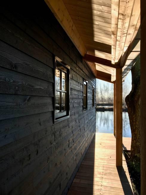 Het portiek:  Vloeren door MEF Architect