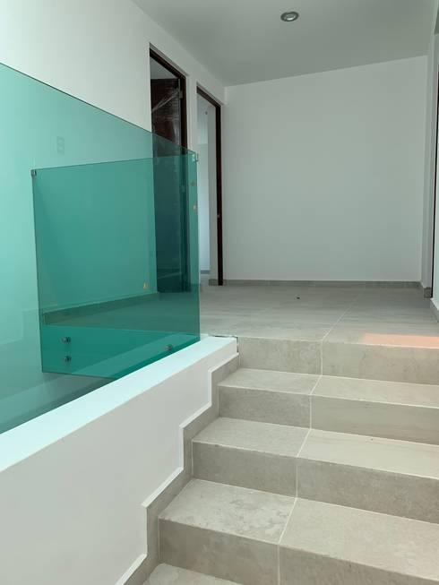 Escaleras de estilo  por D&C Hogar