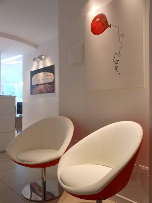 Hall: Complessi per uffici in stile  di serenascaioli_progettidinterni