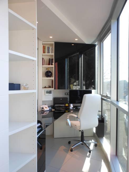 Ufficio Presidenziale: Complessi per uffici in stile  di serenascaioli_progettidinterni