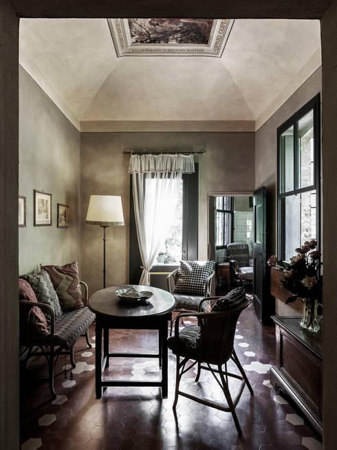 Salle à manger de style  par elena romani PHOTOGRAPHY