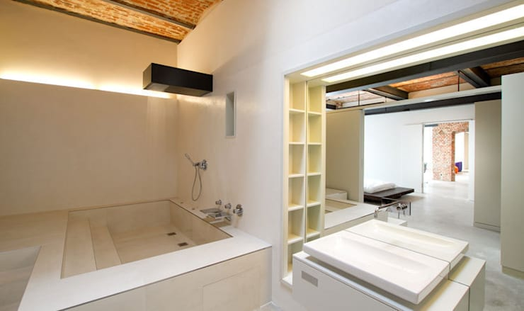 Bagno in stile  di designyougo - architects and designers