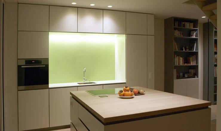 Casa Locarno // Küche:  Küche von designyougo - architects and designers