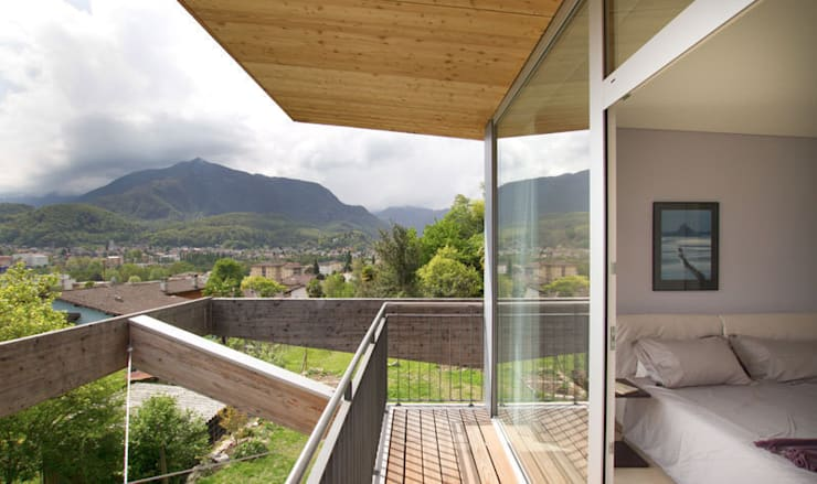Casa Locarno // Balkon:  Terrasse von designyougo - architects and designers