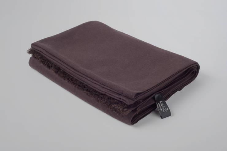 Decke Seide/Wolle: moderne Schlafzimmer von Amaris Elements