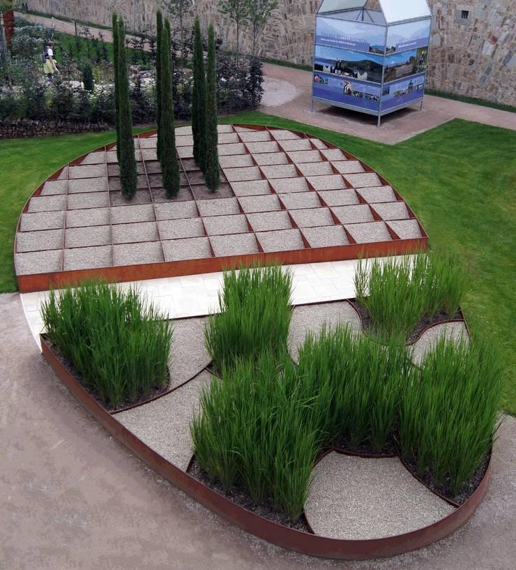 """BUGA-Garten """"Römer und Limes"""" 03: moderner Garten von Planungsbüro STEFAN LAPORT"""