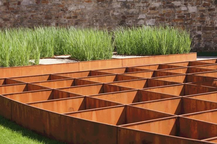 """BUGA-Garten """"Römer und Limes"""" 07: moderner Garten von Planungsbüro STEFAN LAPORT"""