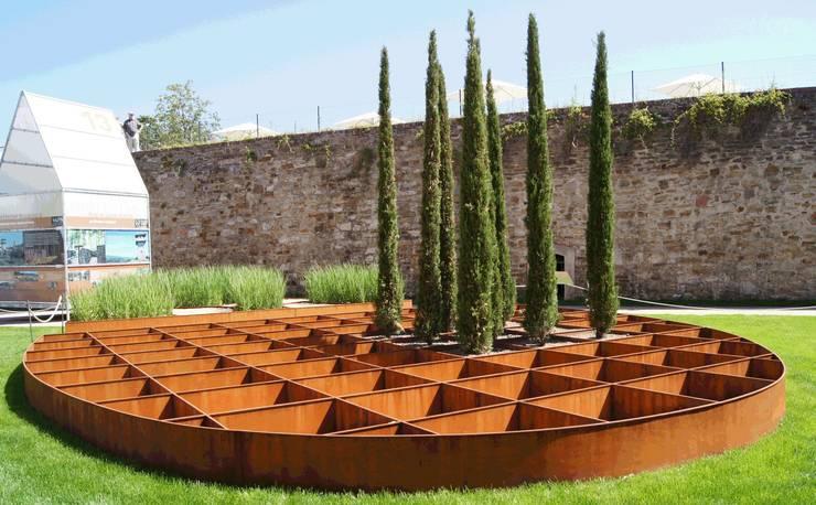 """BUGA-Garten """"Römer und Limes"""" 08: moderner Garten von Planungsbüro STEFAN LAPORT"""